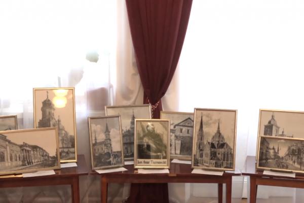 Тернополянка вишиває унікальні картини із зображенням старого міста