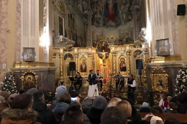 Відомий гурт колядував у тернопільському храмі (Фото)