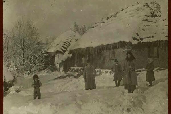 Село взимку на столітніх фото
