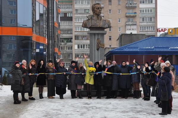 «Зав`яжи оберіг Україні» - жінки з різних міст Держави провели акцію єднання