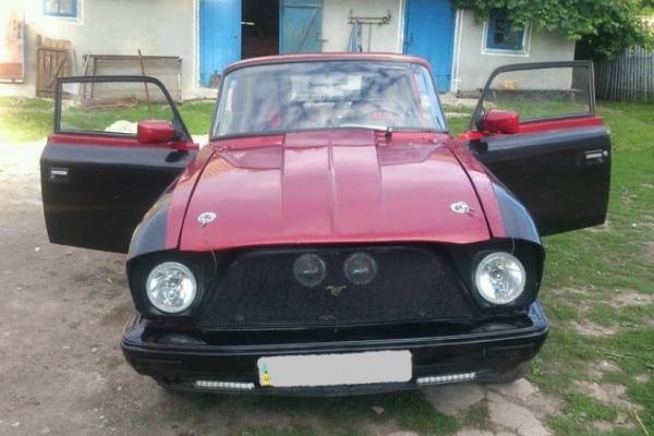 На Тернопільщині із старого «Москвича» створили «суперкар»