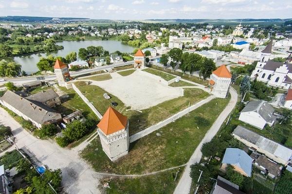 Тернопільщина туристична: Замок в Скалаті