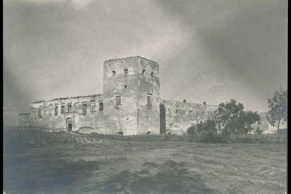 Замок в Залізцях на фото 1916 року