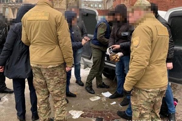Заступника начальника Держгеокадастру у Львові затримали з хабарем 65 тис доларів