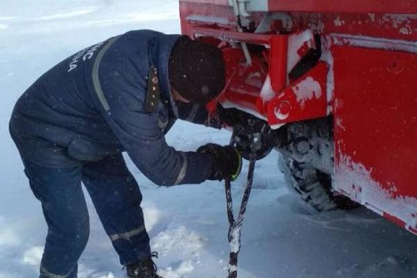 На Тернопільщині у снігу застряг рейсовий автобус