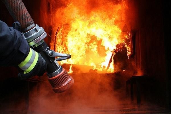 У Тернополі горіла закинута будівля