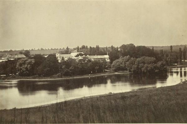 Палац в селі Дзвинячка на столітніх світлинах