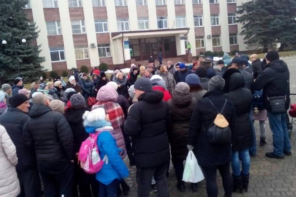 У Ланівцях «освітня» революція: батьківський комітет оголосив бойкот, діти не йдуть до школи (Фото)