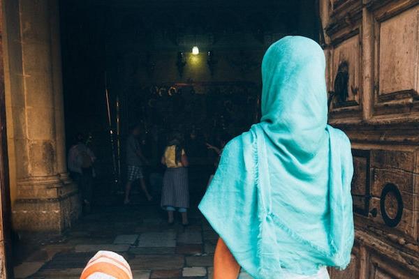 Глава ПЦУ розповів, чи потрібно жінкам покривати голову в церкві