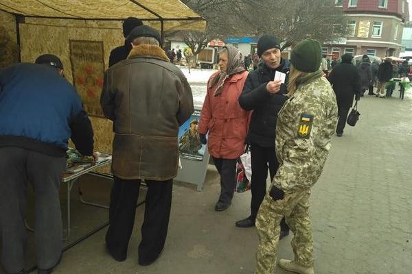 У середмістях населених пунктів Тернопільщини військовослужбовці проводять роз'яснювальну роботу