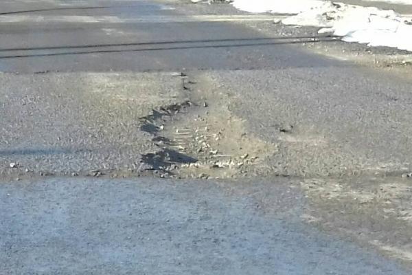 За 2 місяці після ремонту дороги у Бучачі – жахливі ями