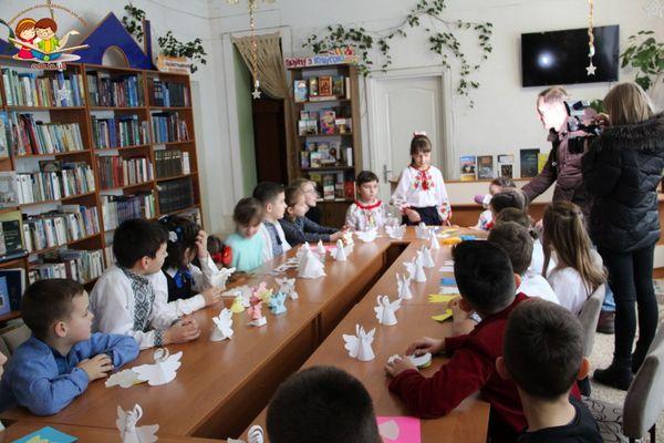 Маленькі відвідувачі Тернопільської бібліотеки долучилися до Всеукраїнської акції «Ангели пам'яті»
