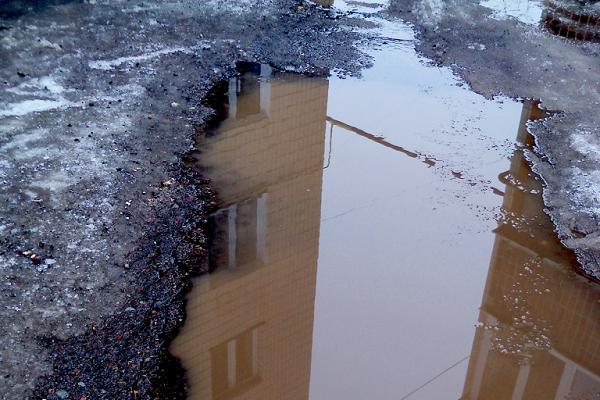 Тернополяни просять завершити ремонт прибудинкової території