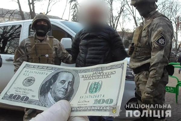 У Тернополі один знайомий вимагав в іншого 6 тисяч доларів