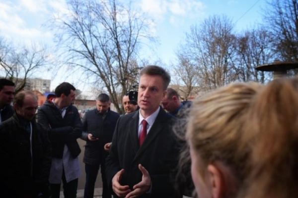 В Ужгороді влада намагалася зірвати зустріч кандидата Наливайченка з виборцями