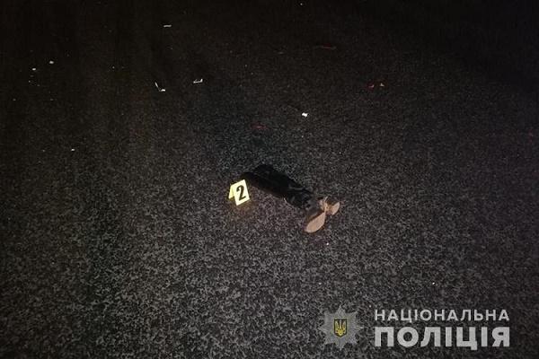Неподалік Смиківців автомобіль на смерть збив 30-річну жінку
