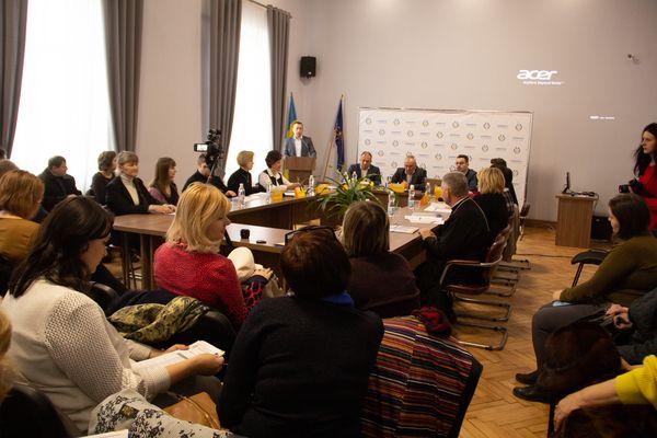 В Бережанах відбувся круглий стіл: «Українська сім'я: виклики та завдання»