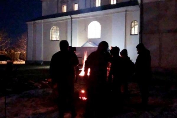 П'яний московський піп стріляв по громаді (Відео)