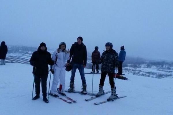 Тернопільські хлопці, якими опікується «Карітас», безкоштовно покаталися на лижах і сноуборді у «Savich-Park»