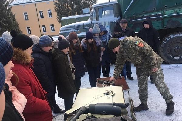 Теребовлянські школярі побували в гостях в артилеристів