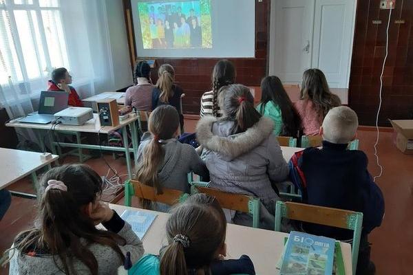 Кременецьким школярам показали фільм про їхнього земляка – Героя Небесної Сотні Олександра Капіноса