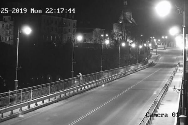 Молодий чоловік вчинив самогубство, стрибнувши з історичного мосту