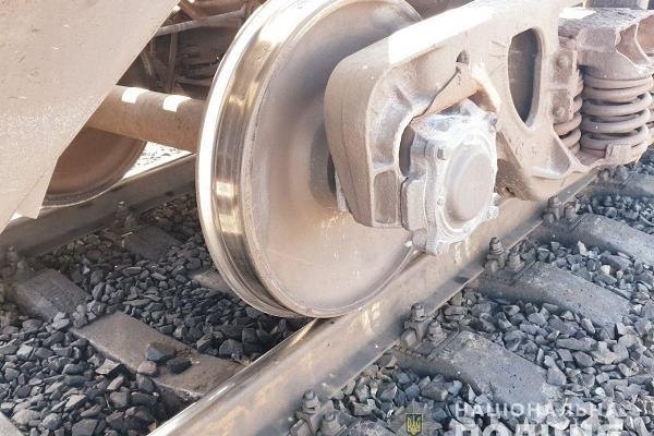 Під колесами вантажного потяга загинув чоловік