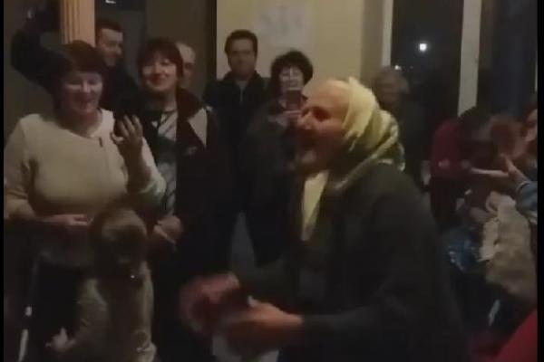 На Тернопільщині 90-річна бабуся показала усім, як потрібно танцювати (Відео)