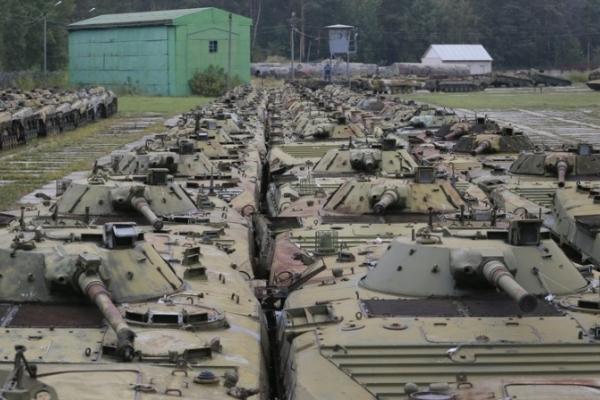 З усіх міністрів оборони найбільше майна армії продав Гриценко – на 1,3 млрд