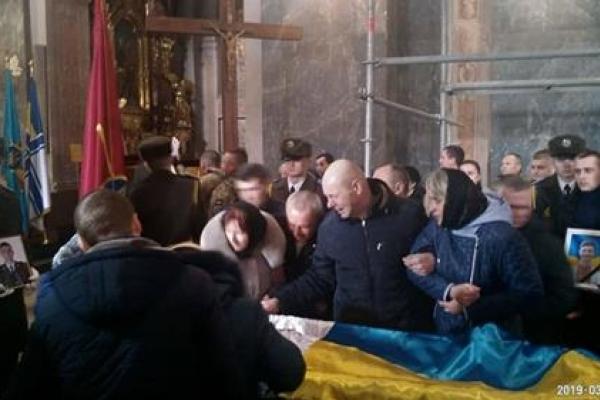 Відспівали не того: у Львові під час похорону Героя батьки не впізнали свого сина (Відео)