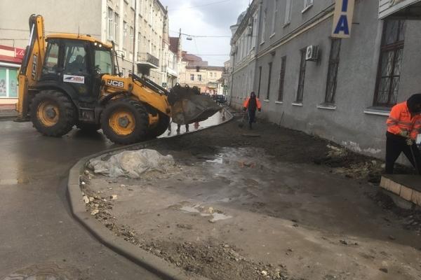 У Бережанах завзято ремонтують тротуари (Фото)