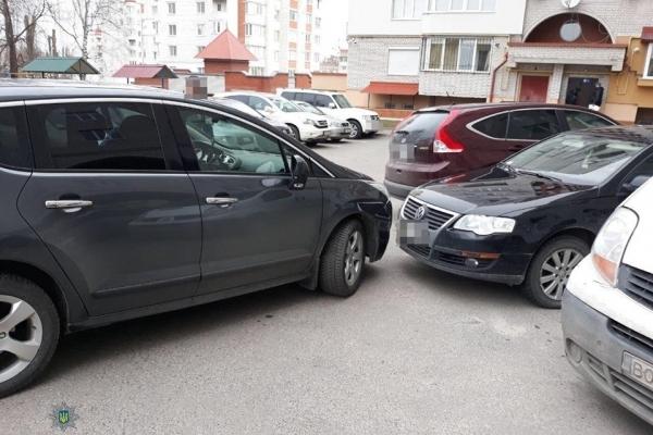 У Тернополі п'яний водій заїхав у припаркований автомобіль