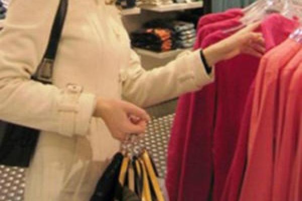 У Тернополі двоє дівчат крали одяг