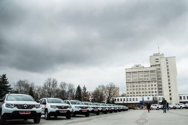 Степан Барна під час вручення автомобілів для сімейних лікарів: Програма Президента «Доступна медицина» отримує практичне втілення