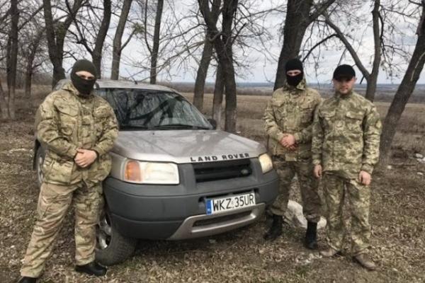 Тернопільсько-Зборівська єпархія УГКЦ передала бійцям ЗСУ позашляховик