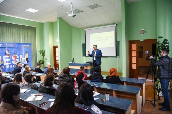 Відбулися три лекції бізнес-курсу MESH – інтерес студентів зростає