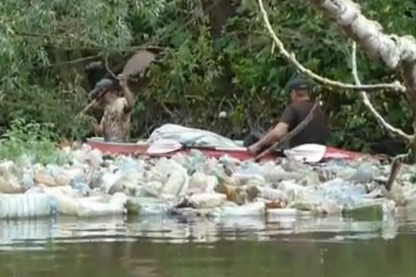 В Індонезії показали жахливий стан однієї з річок Тернопільщини (Відео)