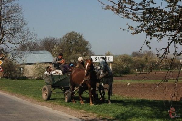 На Тернопільщині є село з оригінальною назвою та бездонними озерцями