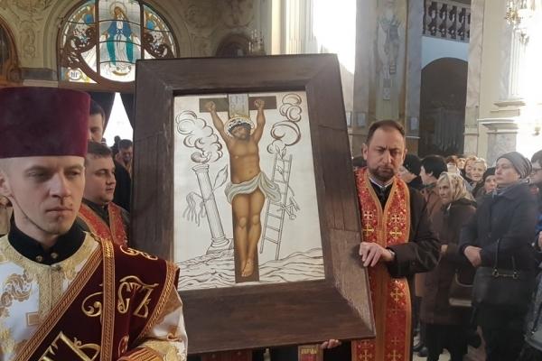 Ікона Христа Розп'ятого прибула до Архикатедри Тернополя