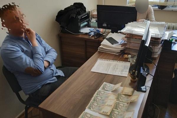 На Тернопільщині начальника відділу однієї з міських рад викрито на одержанні хабара