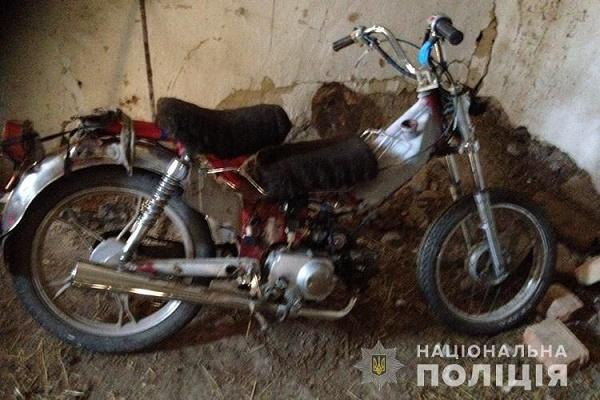 В Гусятинському районі діти вкрали мопед
