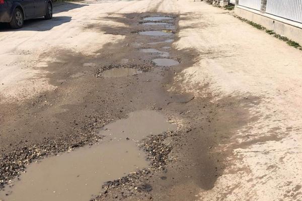 Жителі Бережан скаржаться на жахливий стан доріг і каналізаційних мереж
