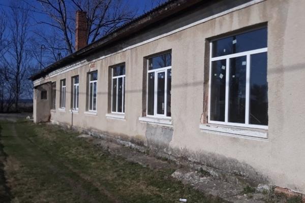 27 нових металопластикових вікон встановили у Чортківській школі спортивного профілю №3