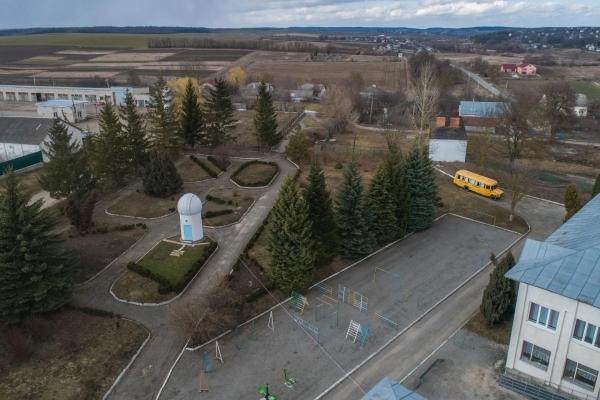 Байковецька громада: великі підприємства та обсерваторія