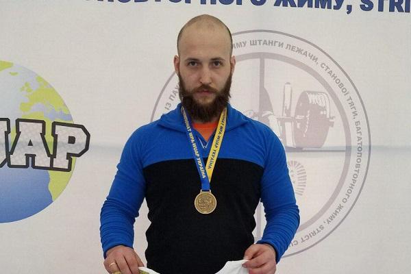 «Разом із «Опіллям» прославляємо Тернопіль та Україну»: Євген Филима здобув золото на чемпіонаті з пауерліфтингу
