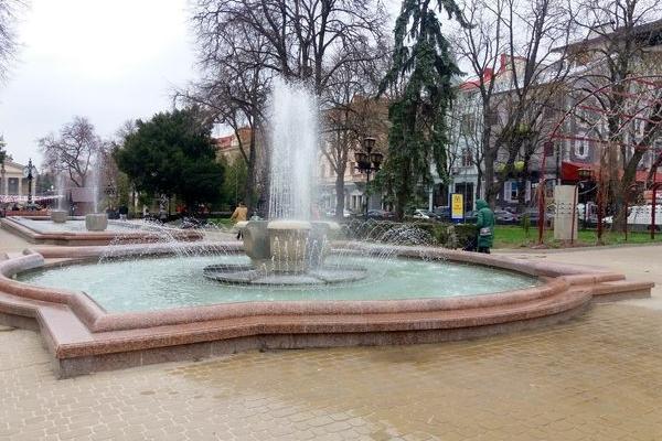 У Тернополі запрацювали фонтани (Фото)
