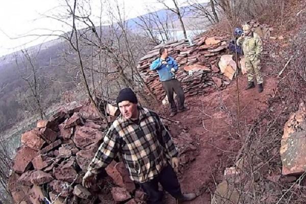 В Бучацькому районі невідомі незаконно видобували камінь