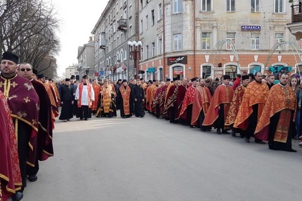 У Тернополі відбувся велелюдний Хресний хід з чудотворною іконою Розп'яття Спасителя
