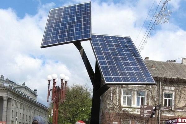 У Тернополі «сонячні дерева» для підзарядки ґаджетів постійно нищать вандали (Відео)