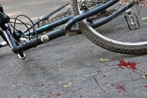 Під колесами ВАЗу опинився велосипедист
